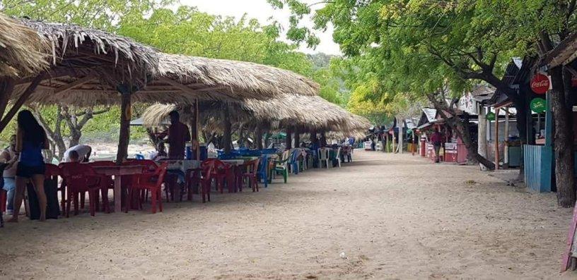 Photo of En la Playa la Ensenada siguen los abusos en los precios por 5 pescados 4,500 pesos .