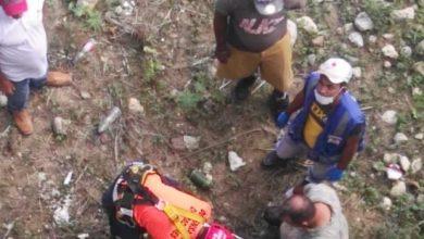 Photo of Hombre muere al caer por un puente la camioneta en la que se desplazaba