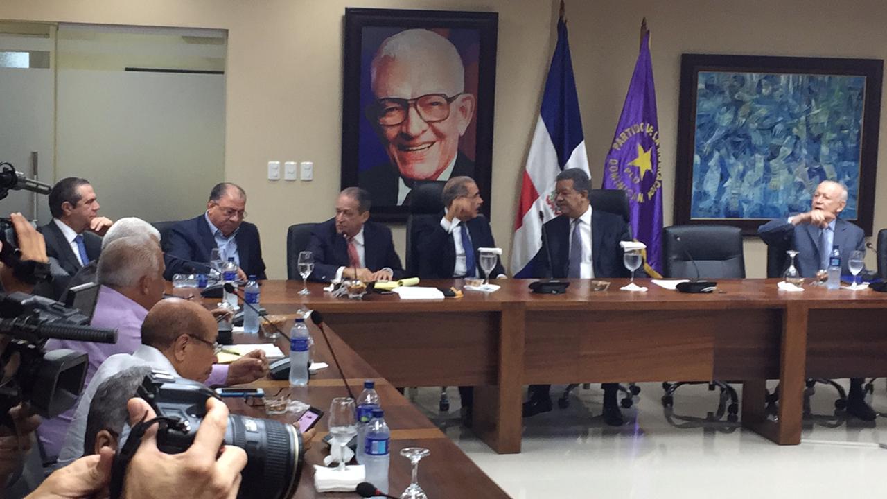 Photo of Comité Político del PLD trataría quema de gorra de Domínguez Brito