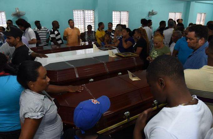 Photo of La familia ejemplar que perdió el sector Bayona tras accidente en carretera Baní-Azua
