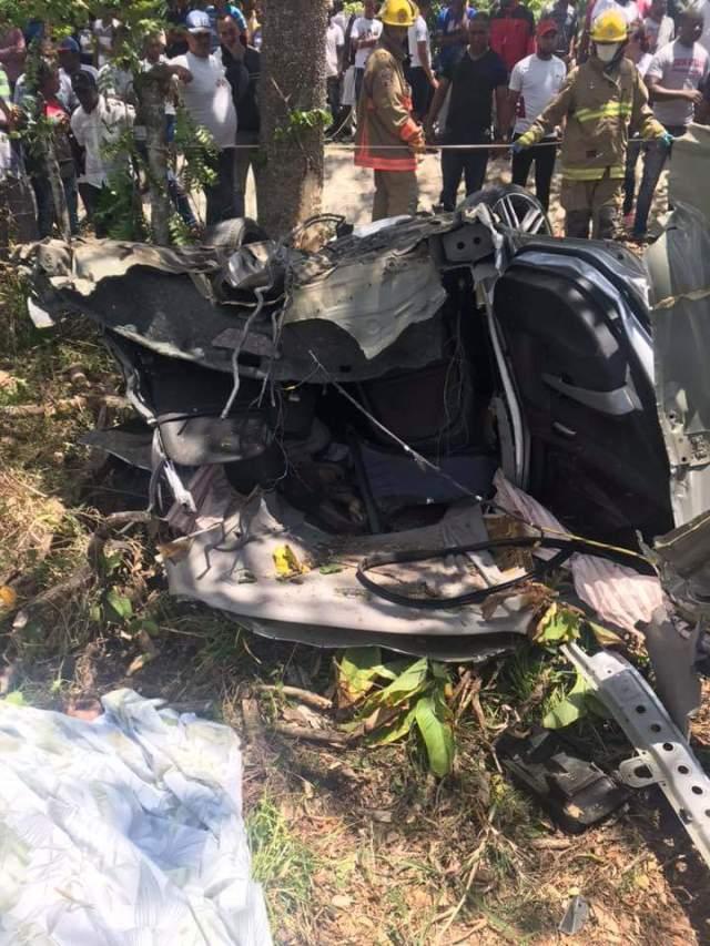Photo of sábado, 13 de abril de 2019 Dos mueren al descarrilarse carro y chocar con javilla carretera Miches, El Seibo