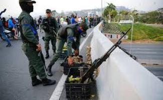 """Photo of El golpe fracasó, oposición venezolana se mantiene atrapada en su bastión y resto de Caracas en """"normalidad"""""""