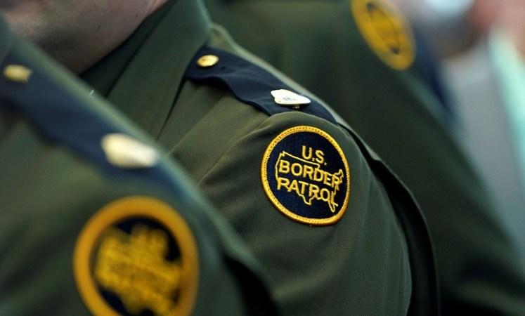 Photo of Intenta sobornar a un agente de inmigración para que deporte a su esposa de EE.UU. y es condenado a prisión