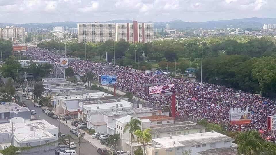Photo of Más de un millón de personas marchan en Puerto Rico exigiendo renuncia de gobernador