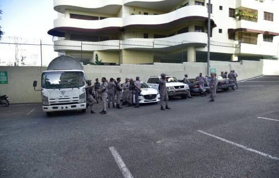 Photo of Policías en oficinas de Odebrech ante posible marcha de extrabajadores