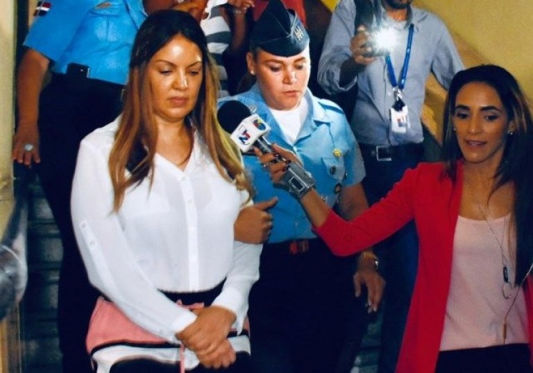 "Photo of MP solicita 18 meses de prisión preventiva contra esposa de ""César El Abusador"""