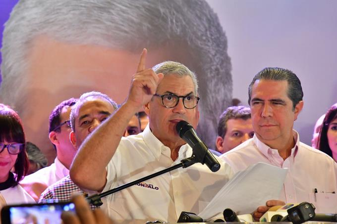 Photo of Gonzalo Castillo se proclama ganador y llama a la unidad peledeísta