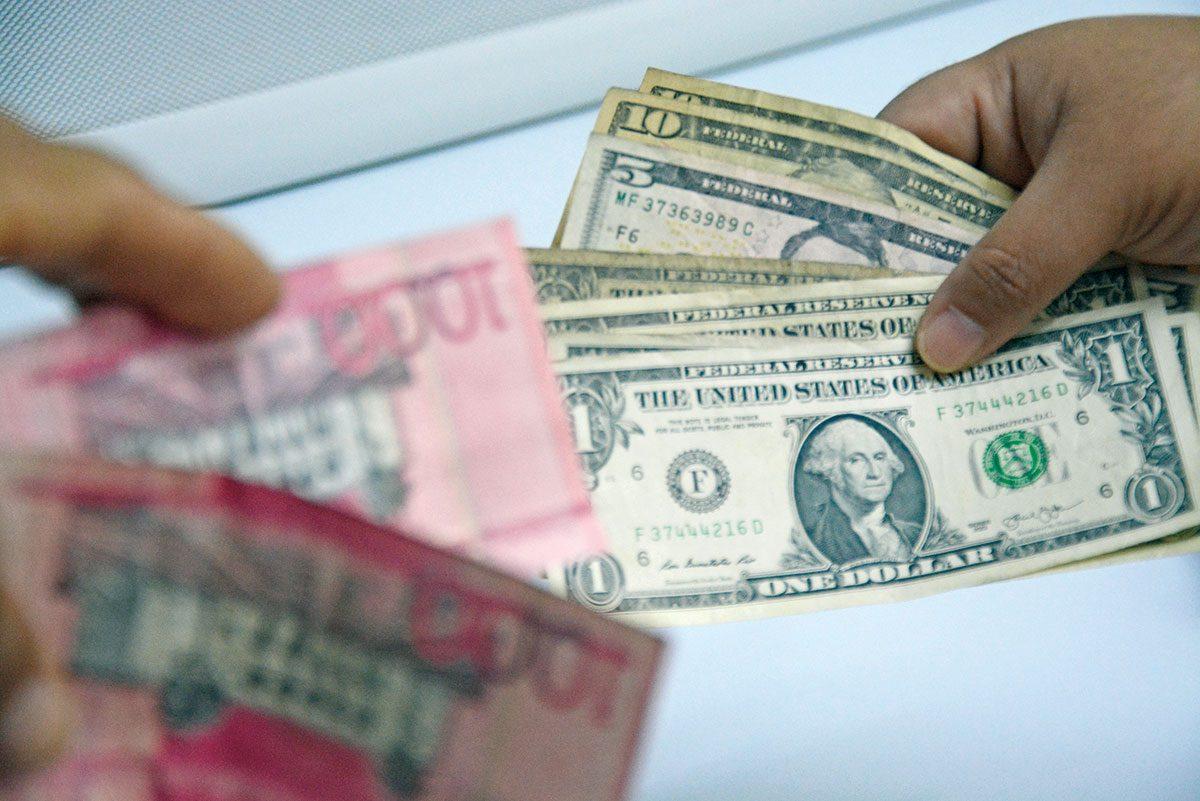 Photo of El peso se ha depreciado 5 % en lo que va de año