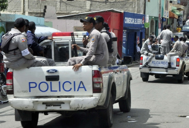 Photo of Apresan joven se hacía pasar por miembro policial, le ocupa pistola y propiedades de la Policía Nacional