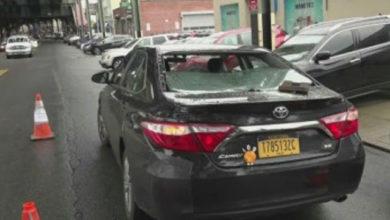 Photo of Se sigue desarmando el Metro en New York; Nueva pieza cayó sobre vidrio trasero de taxista hispana miestras conducía su auto en la Gran Manzana